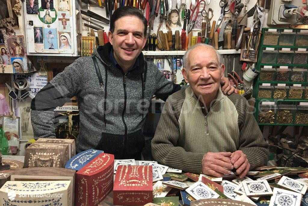 Salvatore e Giuseppe intarsiatori sorrentini da 3 generazioni